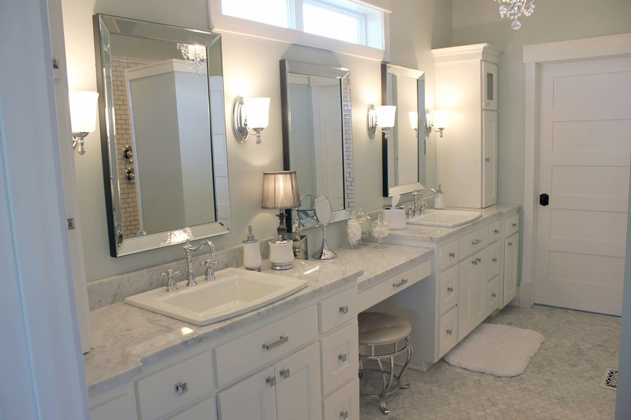 White Painted Birch Bathroom Cabinets with Granite