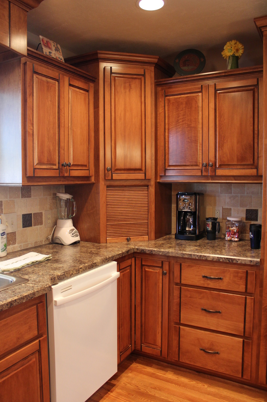 Kitchen Teak Maple Laminate 2