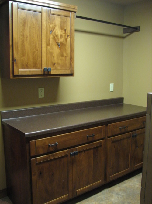 Laundry Fruitwood Knotty Alder Laminate 1
